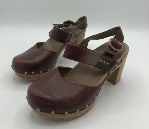 Dansko 8 Women's Dotty Heeled Sandal, Ruby Vintage
