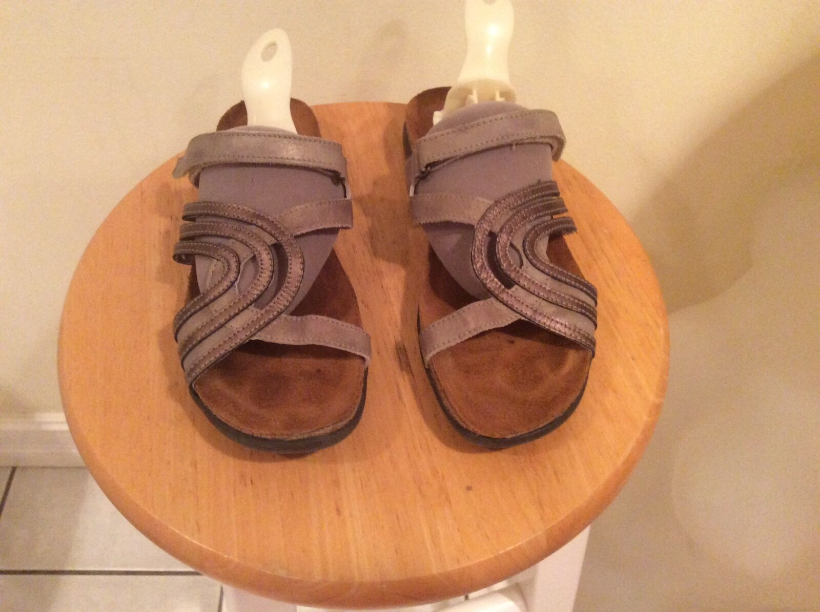 NAOT  Leather two-tone Strappy Slide Sandals Sz 38 EUC