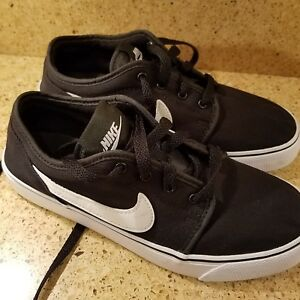 big sale 0d6f7 30011 Image is loading nike-shoe-youth-size-5-pre-owned-clean-