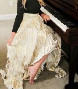 Lularoe-Elegant-Deanne-Unicorn-Small-Black-top-with-Metallic-Gold-Skirt-NWT