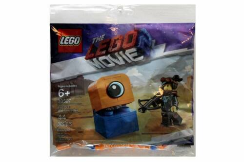 Lego THE LEGO MOVIE 2 #30527 Lucy vs Alien Invader Building Toy Polybag
