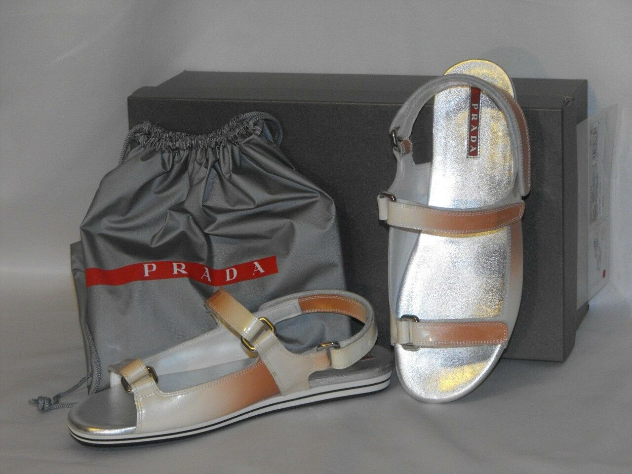 Garantía 100% de ajuste Nuevo En En En Caja Prada Patente Cuero Planos dos tonos Ombre Sandalias Gladiadoras con el logotipo 39  edición limitada en caliente