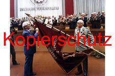 J70 Ehrenbanner Volkspolizei Erich Honecker Friedrich Dickel Armeegeneral 20x30