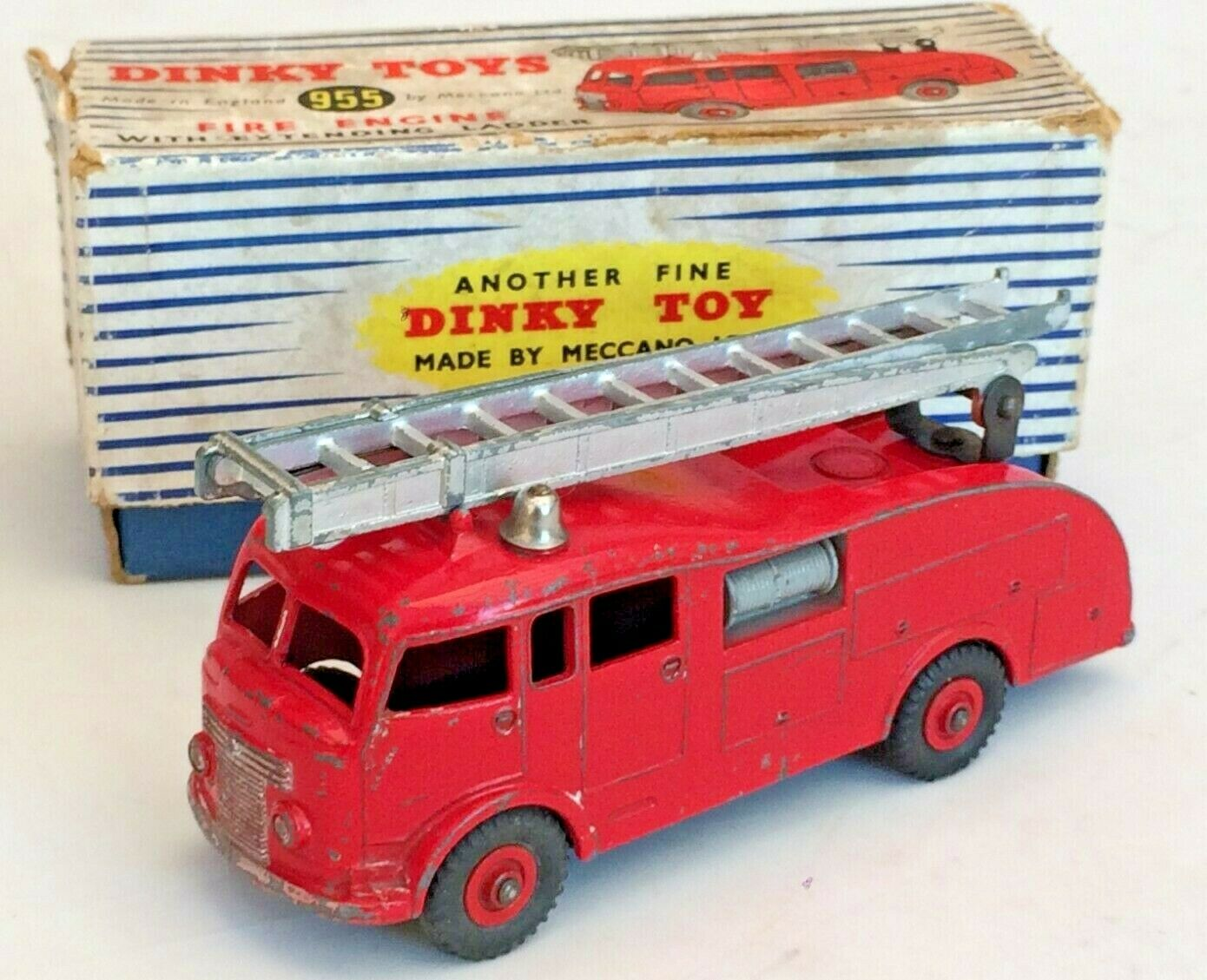 DINKY FIRE ENGINE - No 955 - BOXED