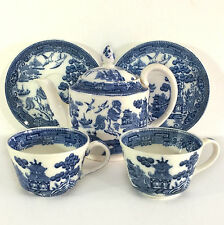 Miniature Wedgwood Willow Pattern Teapot & Two (2x) Cups & Saucers England