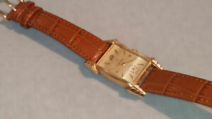 Rare-vintage-1947-Omega-14ct-gold-cased-tank-head-gold-wristwatch