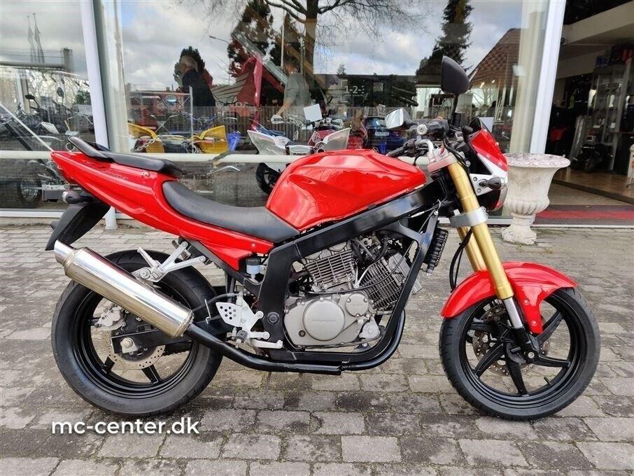 Hyosung, GT 250 Naked EFI, ccm 10000