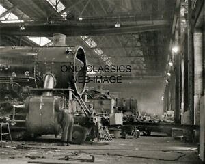 1942-CHICAGO-amp-NORTHWESTERN-LOCOMOTIVE-REPAIR-SHOPS-RAILROAD-TRAIN-8X10-PHOTO