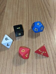 Vintage-Lot-of-Dice-1970s-Dungeons-and-Dragons-TSR-dice