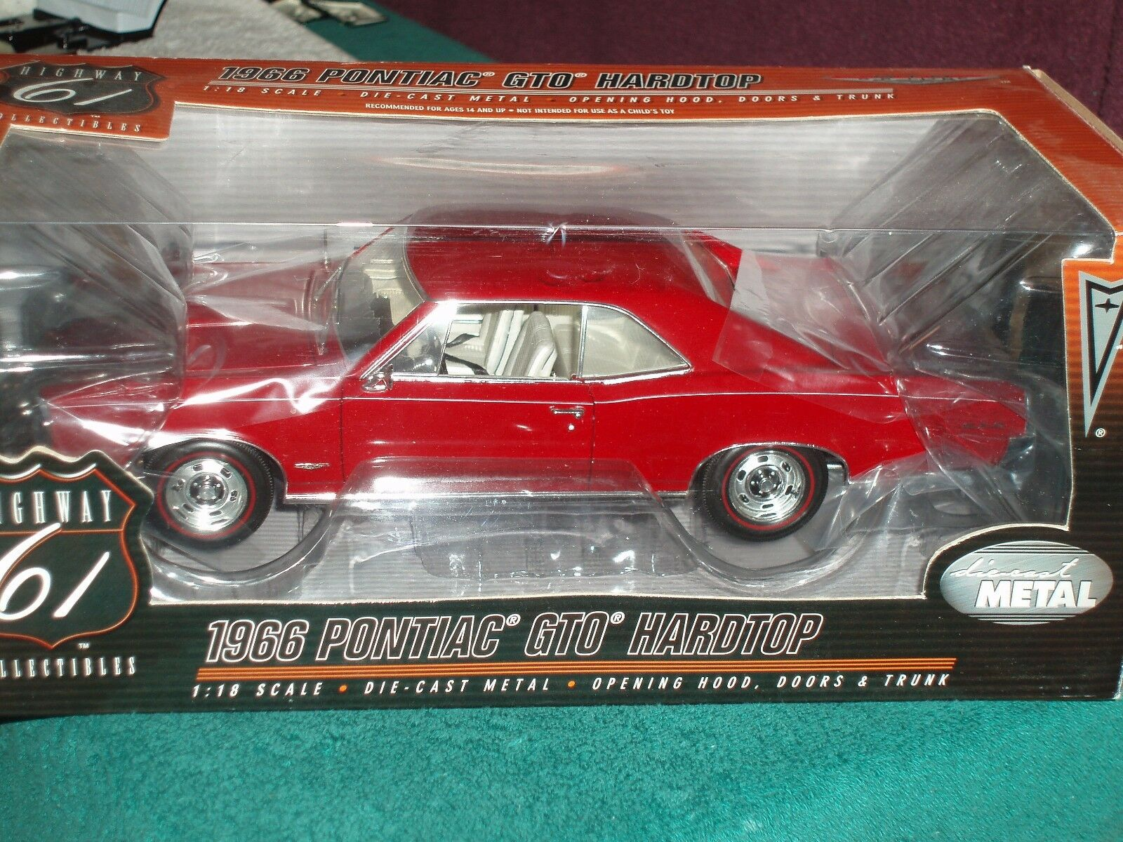 HIGHWAY 61 1966 PONTIAC GTO HARDTOP RED 1/18
