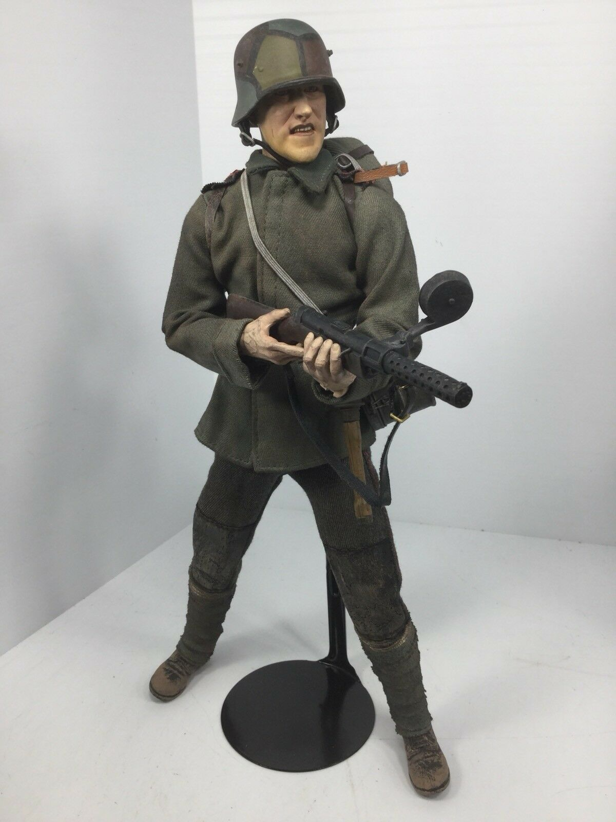 1 6 SIDESHOW WW1 GERMAN STORMTROOPER MP-15 +STAND TRENCH RAIDER DRAGON DID BBI