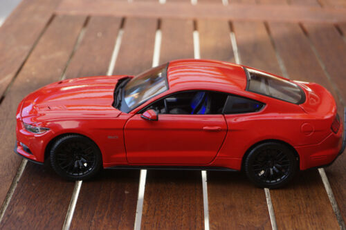 2015 FORD MUSTANG  1:18 MIT LED-BELEUCHTUNG MAISTO TUNING ROT XENON