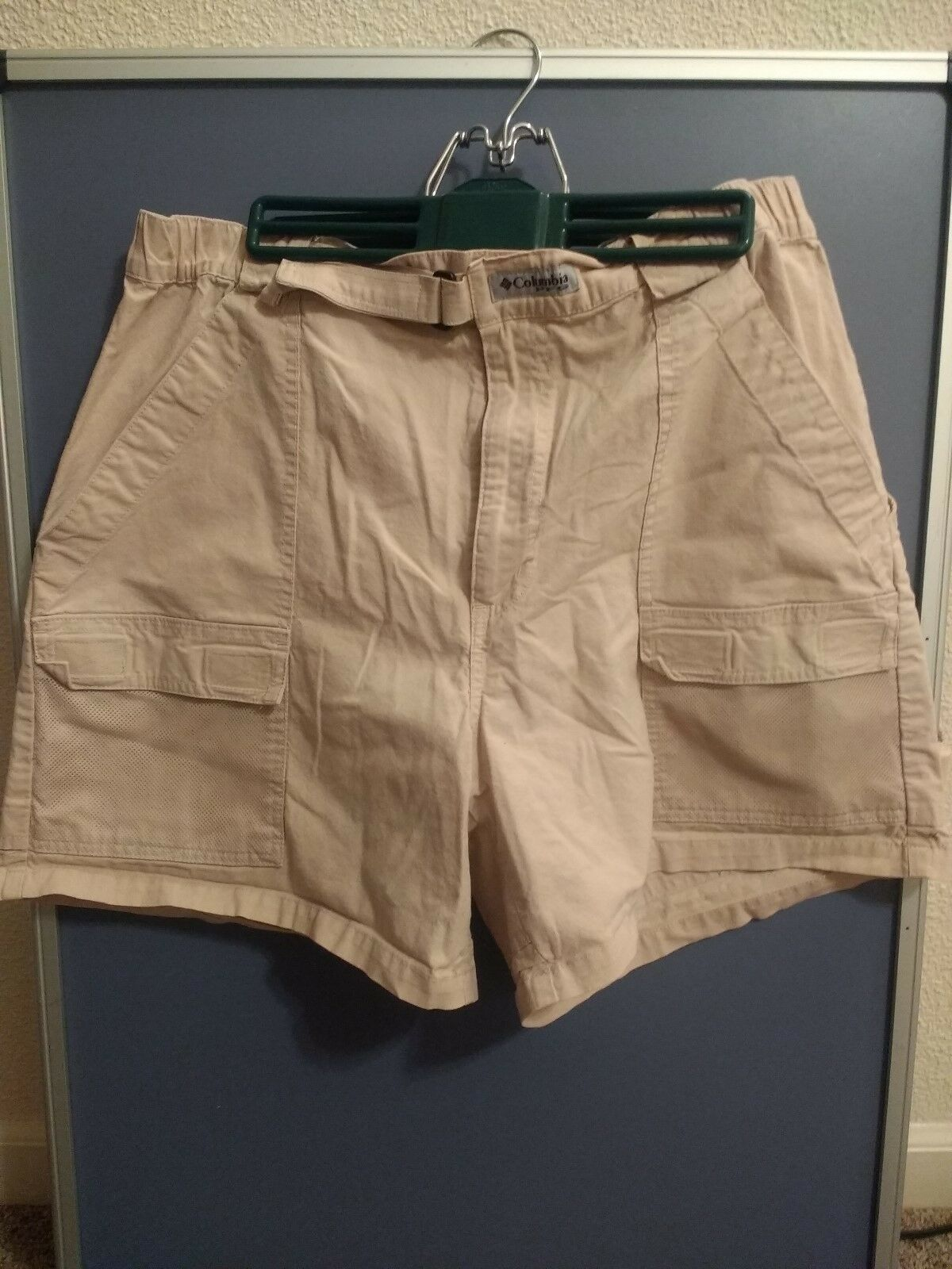 COLUMBIA PFG  Omni Shade Fishing Water SHORTS Size Large - Khaki - Cotton Blend