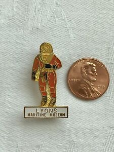 Deep Sea Diver LYONS MARITIME MUSEUM Pin New Old Stock Florida Souvenir Vintage