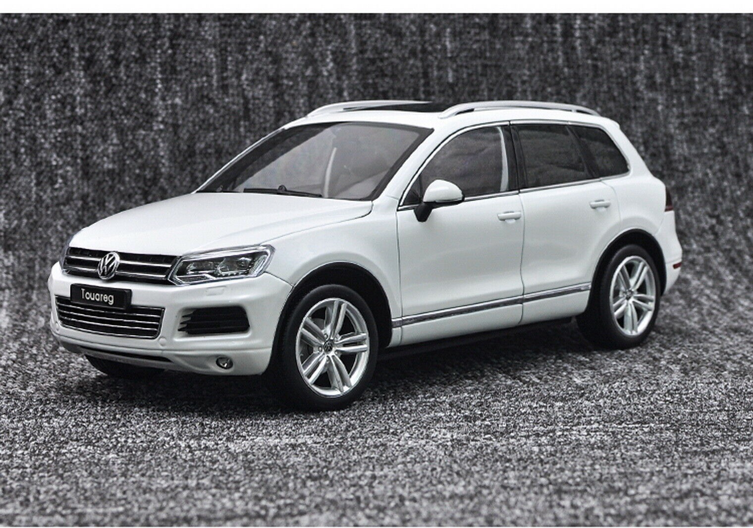 1 18 Scale VW Volkswagen Touareg SUV bianca Diecast Car Model Toy GT Autos