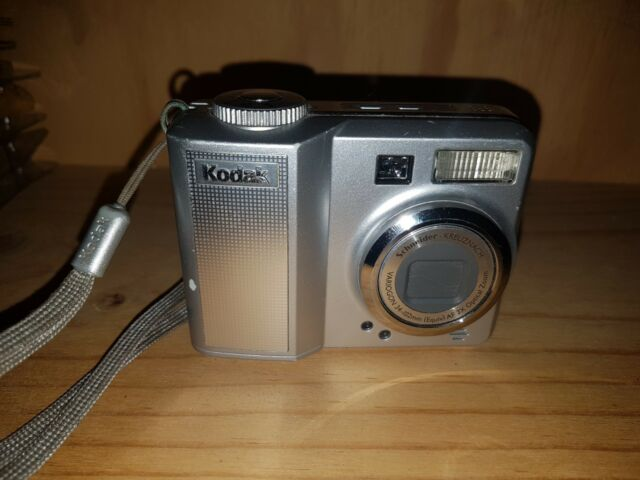 Kodak EASYSHARE C663 6.0MP - Digital Camera - Silver VGC