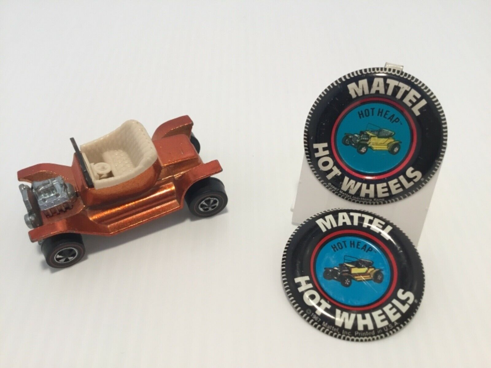 1968 HOT WHEELS REDLINE HOT HEAP orange  with 2 buttons