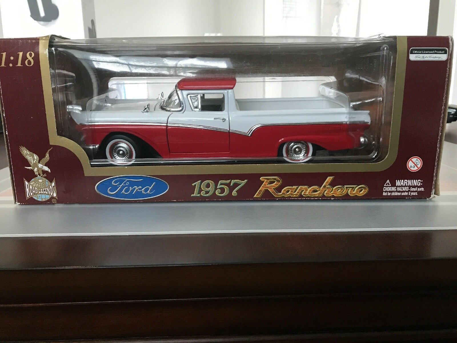 Road Legends 1957 Ford Ranchero rosso bianca 1 18 Diecast (C4)
