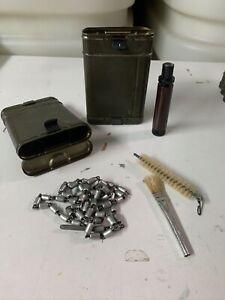 Waffenreinigungsset-VOLL-m-Kette-Dose-Metall-P1-9mm-Bundeswehr-BW-60er-Jahre