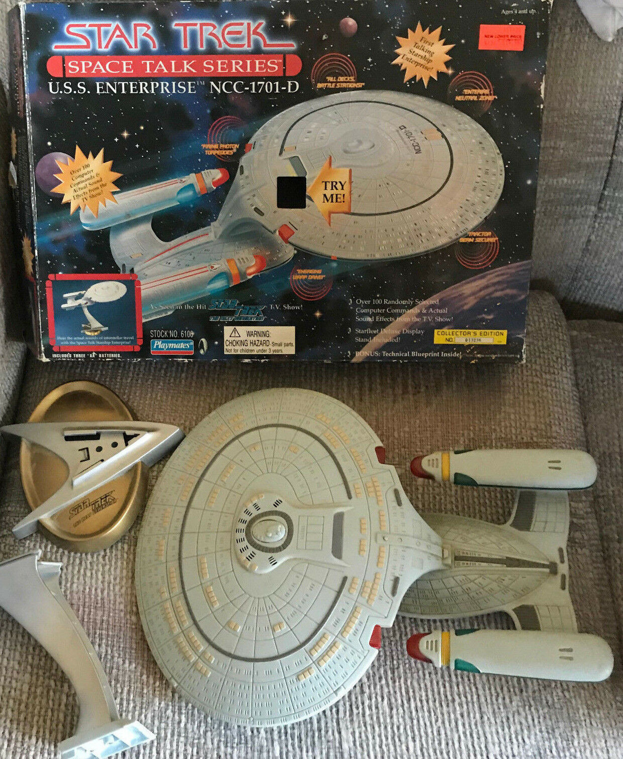 STAR TREK TALKING STARSHIP ENTERPRISE WITH BOX PLAYMATES 1995
