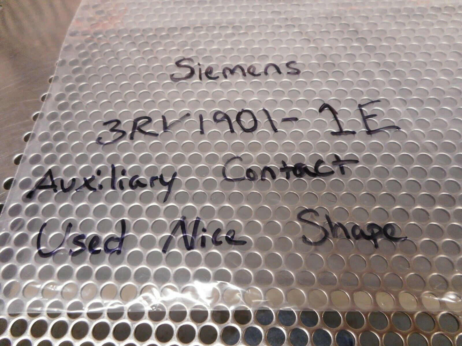 Side Mount Siemens 3RV19 22-1CV0 Undervoltage Release with Leading Auxiliary 2 NO Contact 400VAC at 50Hz 3RV19221CV0 Screw Connection