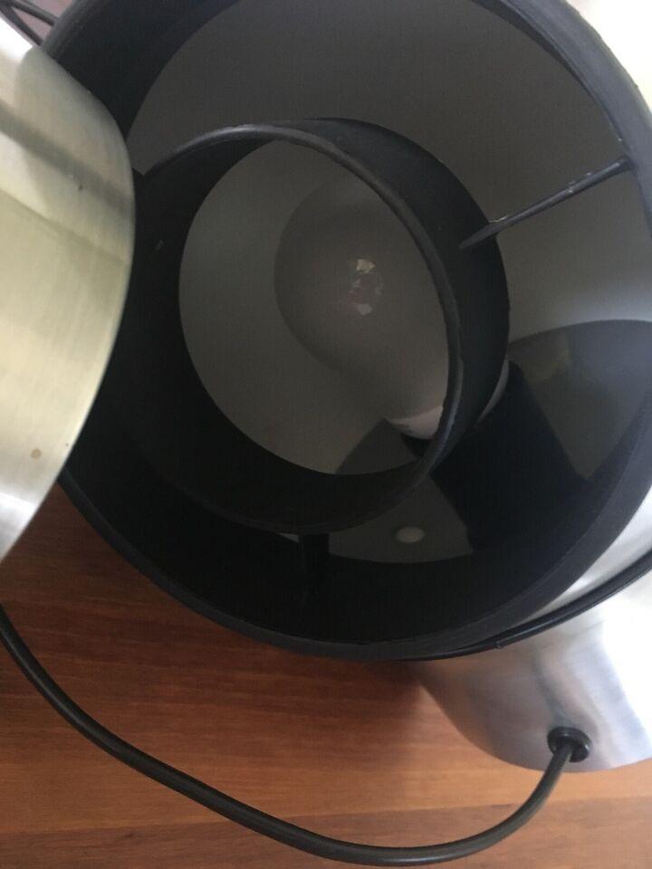 Væglampe, Retro kuglelampe i børstet alu