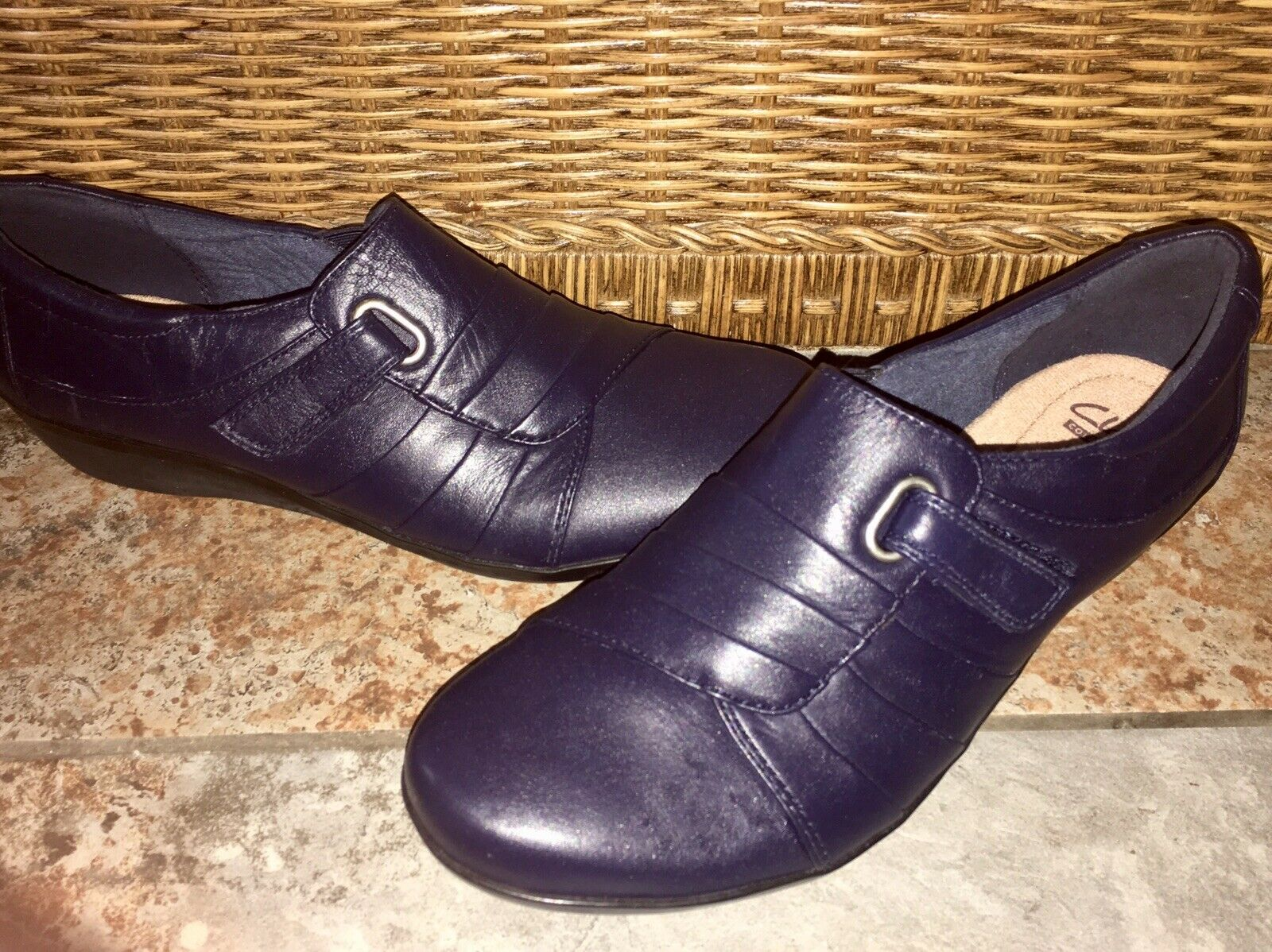 Clarks NEW Women's Navy bluee Leather Slip On Oxfords shoes 8.5 M Like Heidi
