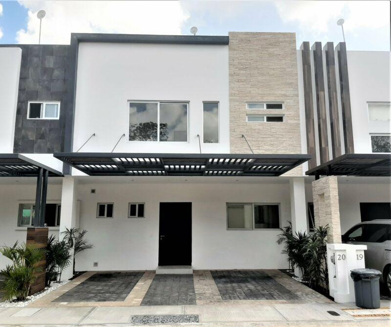 Casa en Venta en Cancun Residencial Arbolada 3 Recamaras Seguridad y Amenidadea