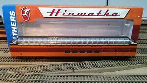 HO-Scale-Walthers-1955-Milwaukee-Road-Twin-Cities-Hiawatha-Super-Dome