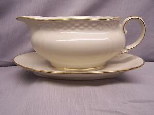 "WINTERLING/BAVARIA  ""TUBILAUM  gold trim""  GRAVY BOAT"