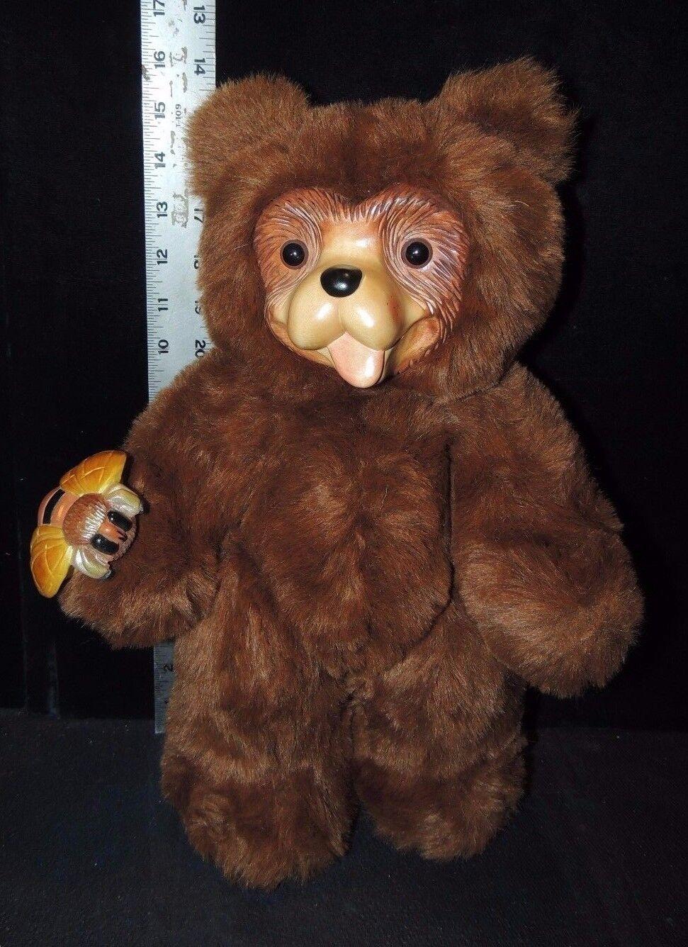 Robert Raikes Woodcarving Plush Bear charlie & Bumblebee 16