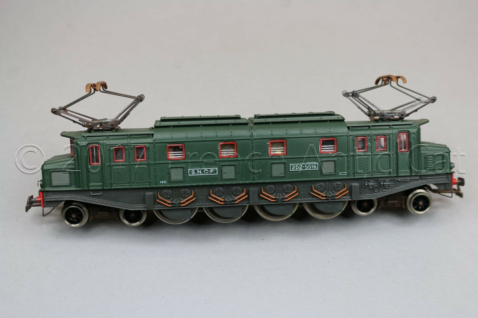 Y222 Jouef train HO 8590 Electric Locomotive 2d2 5516 SNCF 204 mm Green