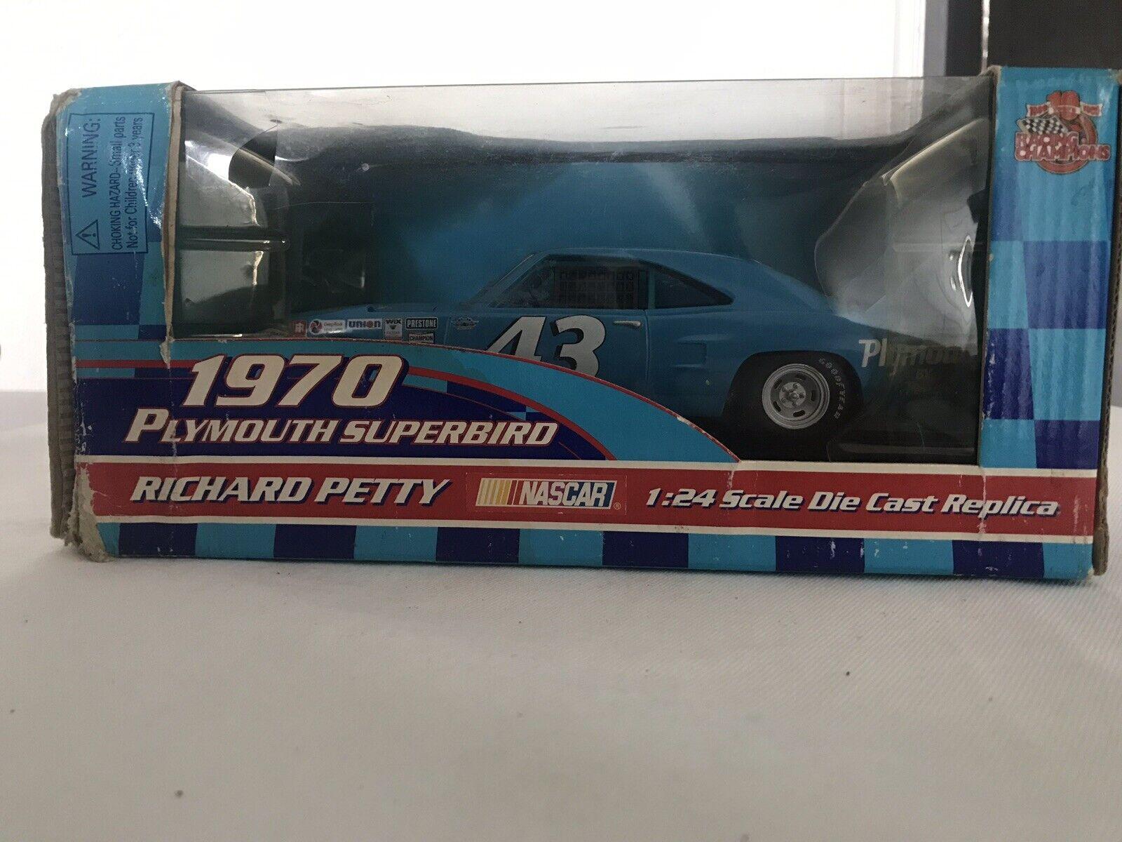 1970 Plymouth superbird  1:24 scale Diecast replica Richard petty
