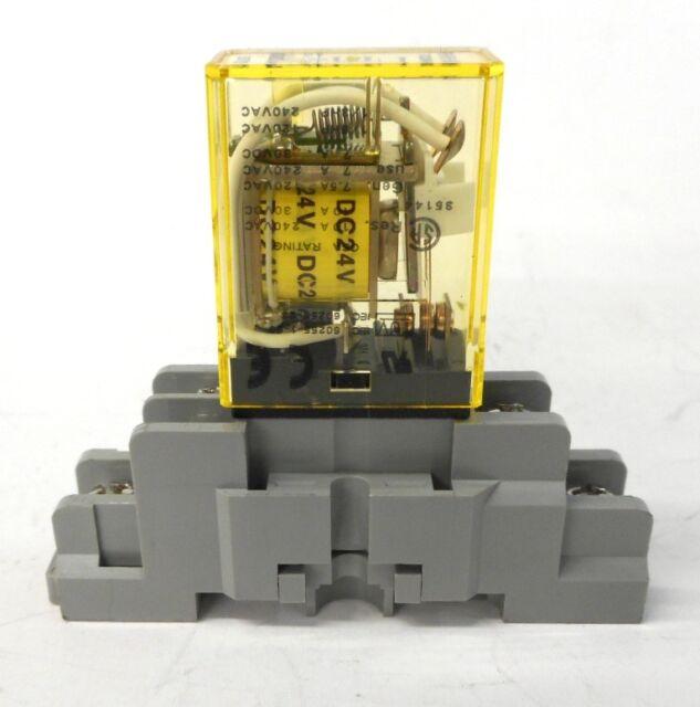 USED 5 PIN W// Socket SH1B-05 General Purpose IDEC  RH1B 24V DC Relays