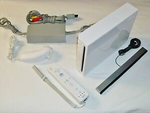 Wii-Model-RVL-001-Gamecube-Compatible-All-cords-1x-Controller-Canadian-seller