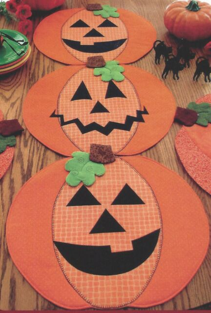 PUMPKIN PARTY TABLE RUNNER PLACEMATS Susie Shore Designs Halloween Thank pattern