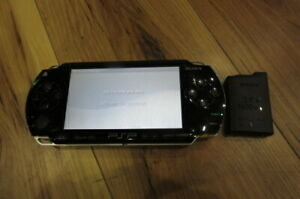 Sony-PSP-1000-Console-Piano-Black-w-battery-pack-Japan-m542