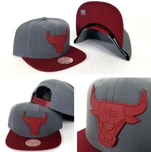 Mitchell-amp-Ness-Dark-Grey-Burgundy-Metal-Badge-Logo-Chicago-Bulls-snapback-Hat