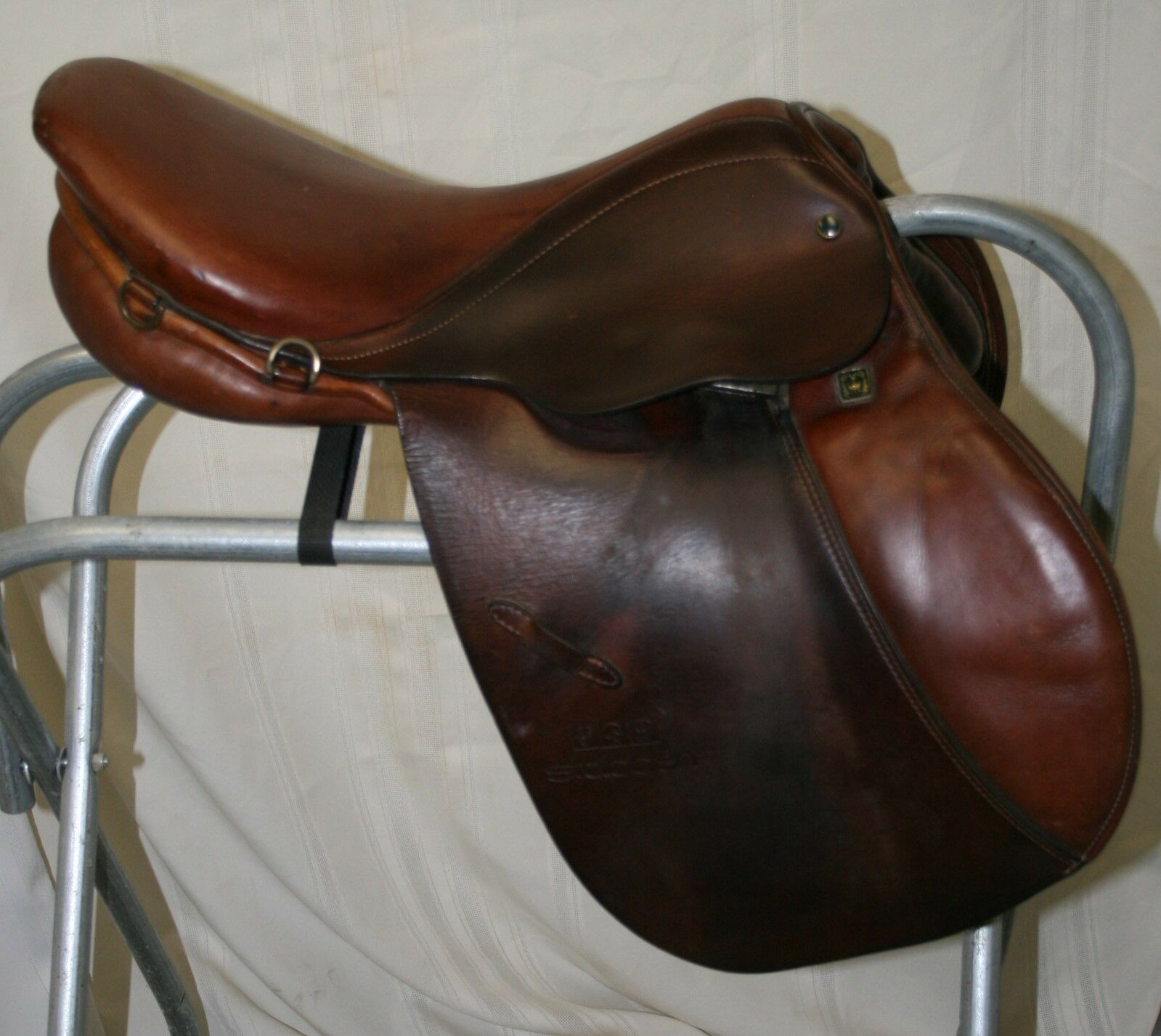USED Stubben Edelweiss Close Contact English Saddle  16 12 seat