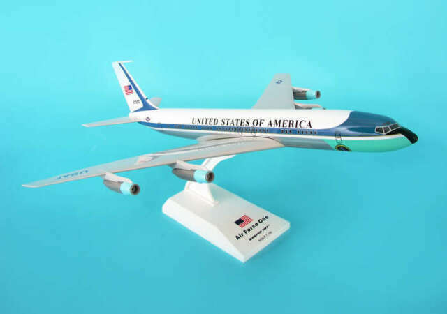 Skymarks Air Force One Boeing 707 VC-137 1:150 SKR312
