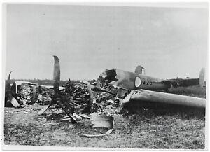 Zerstoertes-franzoesisches-Kampfflugzeug-Orig-Pressephoto-von-1940