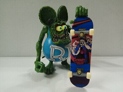 """4/"""" Red RAT FINK  Big /""""Daddy/"""" Ed  Roth With Skateboard #01 Figure No Box"""