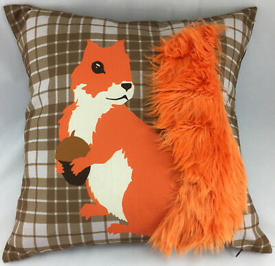 Brown Vérifiez avec orange écureuil Fourrure Queue Design Evans Lichfield Coussin Couverture