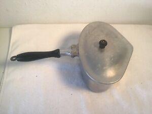 Vintage-Siegrist-Superior-Cast-Aluminum-Heart-Shaped-Pot-Wooden-Handle-w-Lid