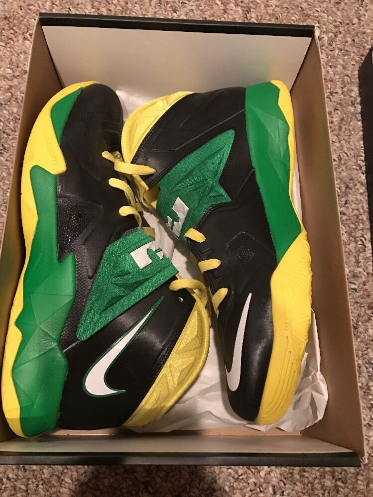 Nike ID Lebron Soldier Oregon Ducks Nike ID Nike Size 11.5 0c95e9