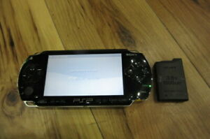 Sony-PSP-1000-Console-Piano-Black-w-battery-pack-Japan-m546