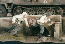Verlinden 1/35 US Infantry in Winter Outfit Running WWII (2 Figures) 2283