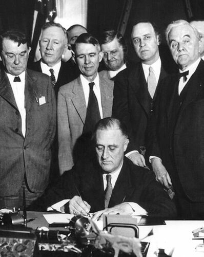 FDR SIGNS TENNESSEE VALLEY AUTHORITY ACT 1933 8x10 SILVER HALIDE PHOTO PRINT