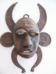masque africain en bronze