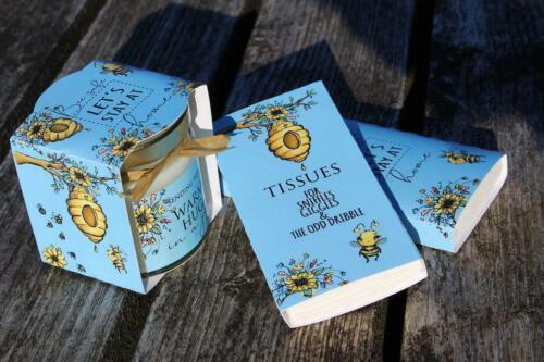 isolement Cadeau Câlin JETON bleu abeille Pure soja bougie avec personnalisé Wrap